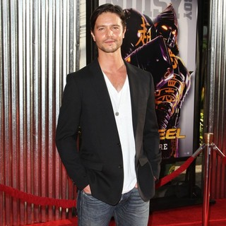 Jason Behr in Los Angeles Premiere of Real Steel