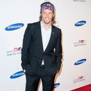 Jason Mraz in 2011 Samsung Hope for Children Benefit Gala - Arrivals