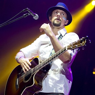 Jason Mraz in Jason Mraz Performing Live
