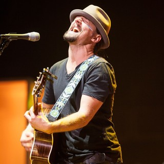 Jason Mraz in Jason Mraz Performs During His Tour Is A Four Letter Word Concert