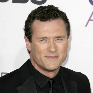 Jason O'Mara in People's Choice Awards 2013 - Red Carpet Arrivals