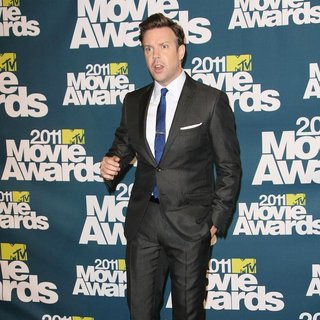 Jason Sudeikis in 2011 MTV Movie Awards - Press Room