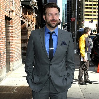 Jason Sudeikis in Celebrities Arrive at The Ed Sullivan Theater for The Late Show with David Letterman