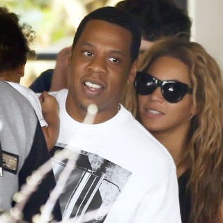 Beyonce Knowles - Beyonce, Jay Z and Blue Ivy Leaving Their Hotel