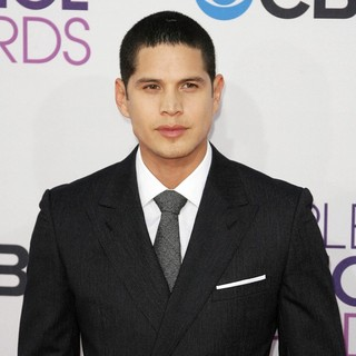 JD Pardo in People's Choice Awards 2013 - Red Carpet Arrivals