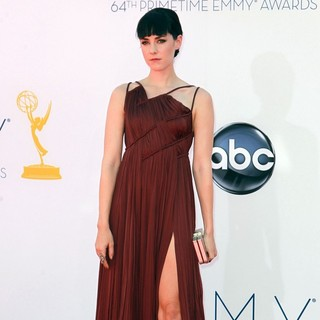 Jena Malone in 64th Annual Primetime Emmy Awards - Arrivals - jena-malone-64th-annual-primetime-emmy-awards-01