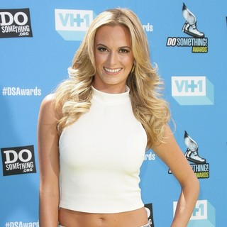 Jena Sims in The 2013 Do Something Awards