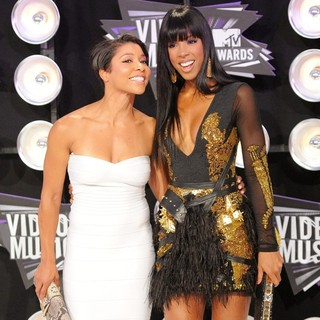 Jeanette Jenkins, Kelly Rowland in 2011 MTV Video Music Awards - Arrivals