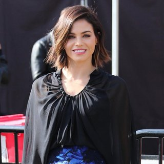Jenna Dewan Appears on Extra