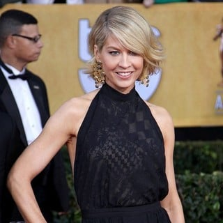 Jenna Elfman in 19th Annual Screen Actors Guild Awards - Arrivals - jenna-elfman-19th-annual-screen-actors-guild-awards-01