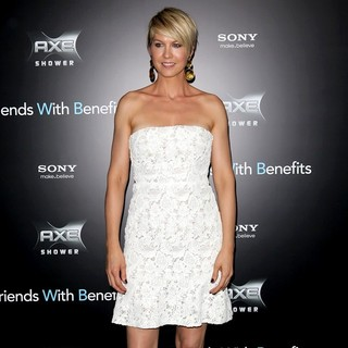 Jenna Elfman in New York Premiere of Friends with Benefits - Arrivals