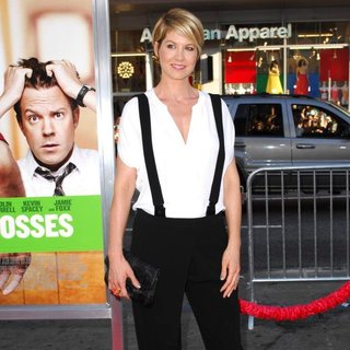 Jenna Elfman in The Los Angeles Premiere of Horrible Bosses - Arrivals