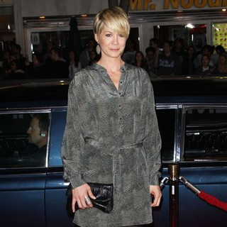 Jenna Elfman in The Premiere of In Time - Arrivals