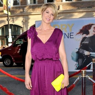 Jenna Elfman in Larry Crowne Los Angeles Premiere