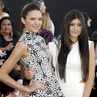 Kendall Jenner, Kylie Jenner in Los Angeles Premiere of The Hunger Games - Arrivals
