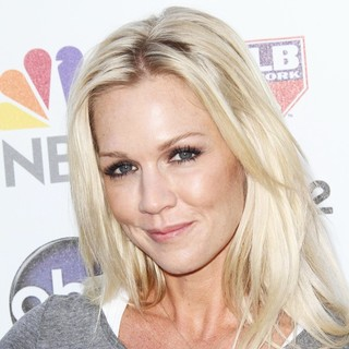 Jennie Garth in Stand Up To Cancer 2012 - Arrivals