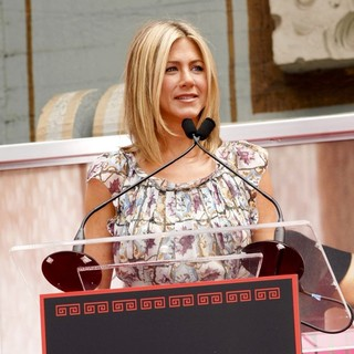Jennifer Aniston - Jennifer Aniston Is Honoured with A Hand and Footprint Ceremony