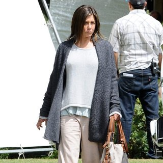 Jennifer Aniston in On The Set of Movie Cake