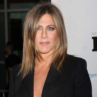 Jennifer Aniston in Premiere of Life of Crime - jennifer-aniston-premiere-of-life-of-crime-01