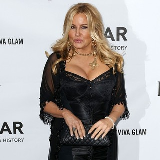 Jennifer Coolidge in amfAR 3rd Annual Inspiration Gala - jennifer-coolidge-amfar-3rd-annual-inspiration-gala-03