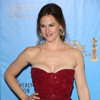 Jennifer Garner in 70th Annual Golden Globe Awards - Press Room