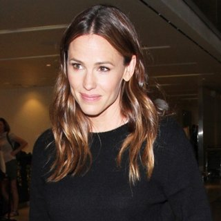 Jennifer Garner at Los Angeles International Airport