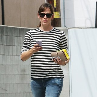 Jennifer Garner in Jennifer Garner Out and About in Beverly Hills