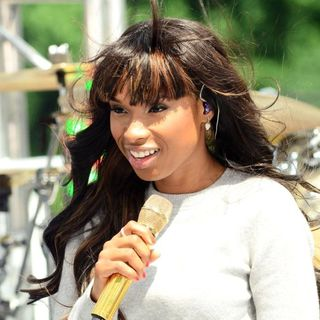 Jennifer Hudson in Jennifer Hudson Performs on CBS' The Early Show