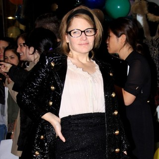 Jennifer Jason Leigh in Opening Party for Juicy Couture 5th Avenue Flagship Store - Arrivals