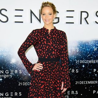 Jennifer Lawrence-Passengers UK Photocall - Arrivals