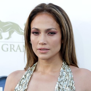 Jennifer Lopez in 2013 Billboard Music Awards - Arrivals - jennifer-lopez-2013-billboard-music-awards-01
