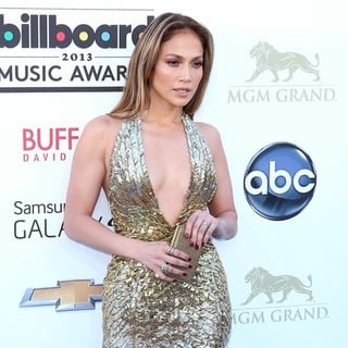 Jennifer Lopez in 2013 Billboard Music Awards - Arrivals - jennifer-lopez-2013-billboard-music-awards-02