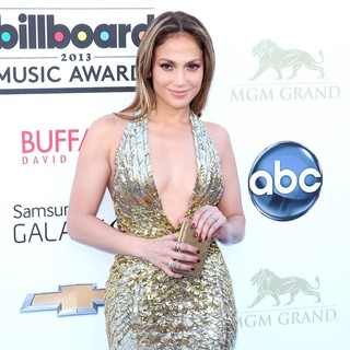 Jennifer Lopez in 2013 Billboard Music Awards - Arrivals - jennifer-lopez-2013-billboard-music-awards-03
