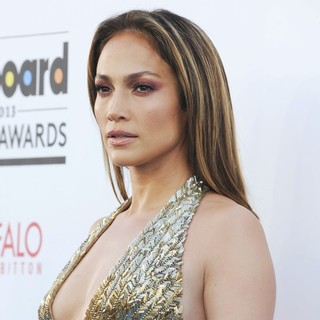 Jennifer Lopez in 2013 Billboard Music Awards - Arrivals - jennifer-lopez-2013-billboard-music-awards-05