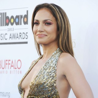 Jennifer Lopez in 2013 Billboard Music Awards - Arrivals - jennifer-lopez-2013-billboard-music-awards-06