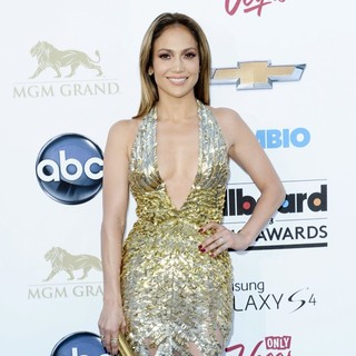 Jennifer Lopez in 2013 Billboard Music Awards - Arrivals - jennifer-lopez-2013-billboard-music-awards-07