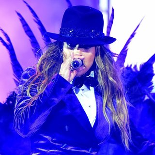 Jennifer Lopez Performs Live During The 2014 Singapore Grand Prix