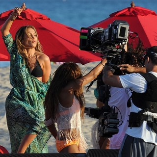 Jennifer Lopez Filming A TV Commercial - jennifer-lopez-filming-39