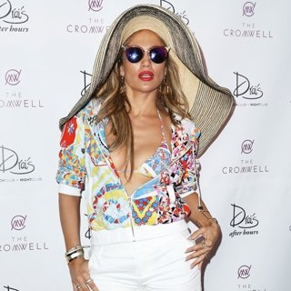 Jennifer Lopez Hosts at Drais Beach Club