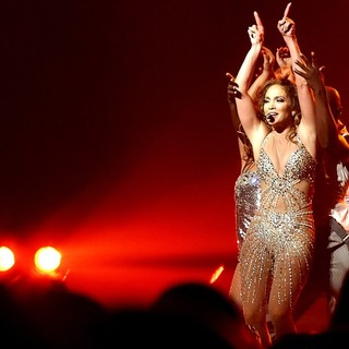 Jennifer Lopez - Jennifer Lopez Performing Live in Concert on The Opening Night of Her Tour with Enrique Iglesias