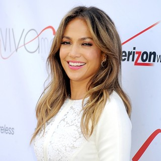 Jennifer Lopez in The Ribbon Cutting and Opening of Viva Movil by Jennifer Lopez Flagship Store
