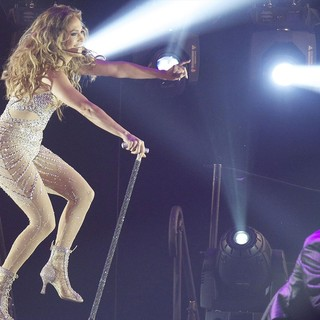 Jennifer Lopez in Jennifer Lopez Performing on Stage Her World Tour Dance Again