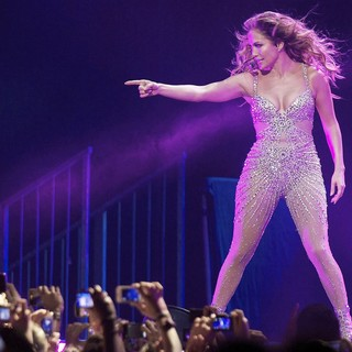 Jennifer Lopez - Jennifer Lopez Performing on Stage Her World Tour Dance Again