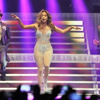 Jennifer lopez picture 599 jennifer lopez performs live Where does jennifer lopez live