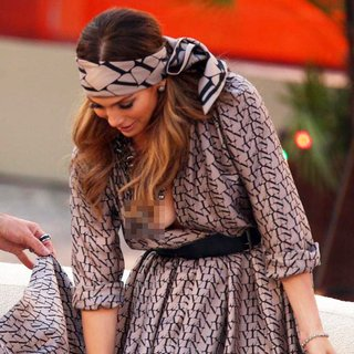 Jennifer Lopez - Jennifer Lopez Suffers A Wardrobe Malfunction on German ZDF TV Show Wetten Dass