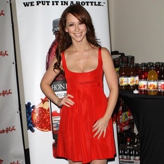 Jennifer Love Hewitt in 102.7 KIIS FM's Jingle Ball 2011 - Gifting Lounge