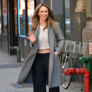 Jennifer Love Hewitt Bares Her Midriff on A Chilly Day