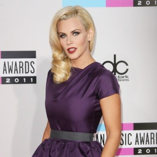 Jenny McCarthy in 2011 American Music Awards - Arrivals