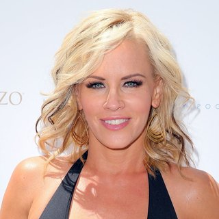 Jenny McCarthy in Jenny McCarthy Hosts The Ultimate Pool Party