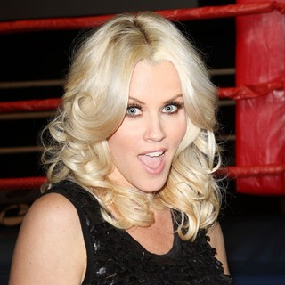 Jenny McCarthy in LA Matadors vs Astana Arlans Season Finale Fights - Front Row